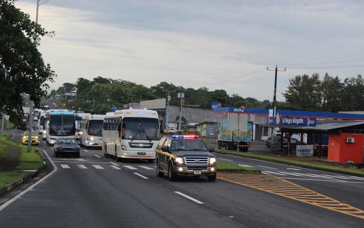 Nicaragüenses a la espera de autorización para continuar el viaje a su país