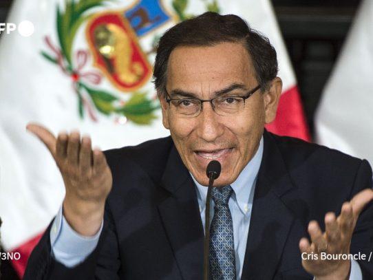 """El presidente de Perú enfrentará un juicio de destitución por """"incapacidad moral"""""""