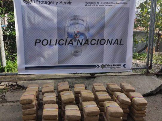 Decomisan 90 paquetes de presunta droga en Monte Oscuro