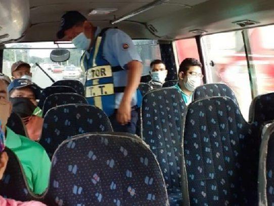 Minsa solicita a transportistas cumplir distanciamiento físico en sus servicios
