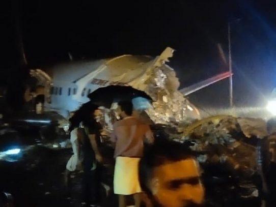 Al menos 14 muertos y 15 heridos graves en un accidente de avión en India