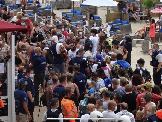 Disturbios en una playa belga debido a restricciones contra la pandemia