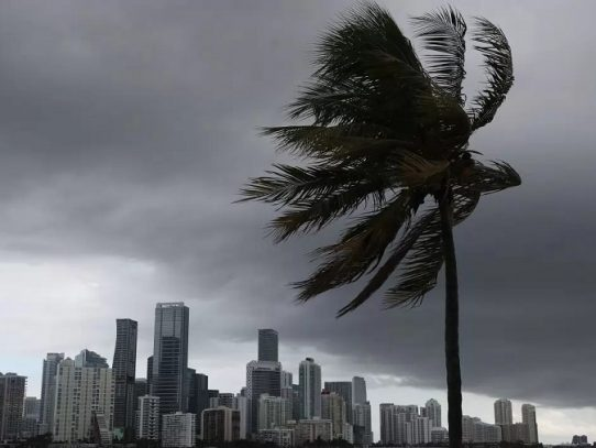 La tormenta Isaías avanza por la costa este de EEUU, Nueva York se prepara