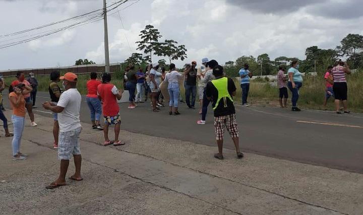 Cierres de vías en diferentes puntos, piden bolsas de comida y bonos