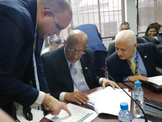 Ministro Héctor Alexander acudirá hoy a la asamblea a responder cuestionario