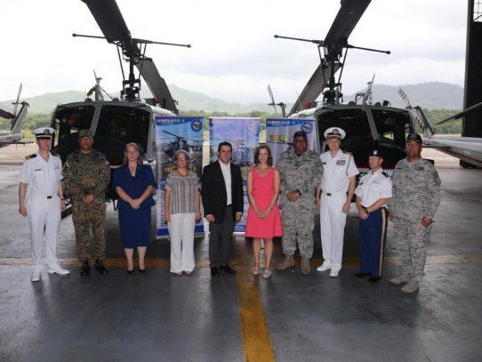 EE.UU. donó a Panamá seis helicópteros y apoyo en seguridad