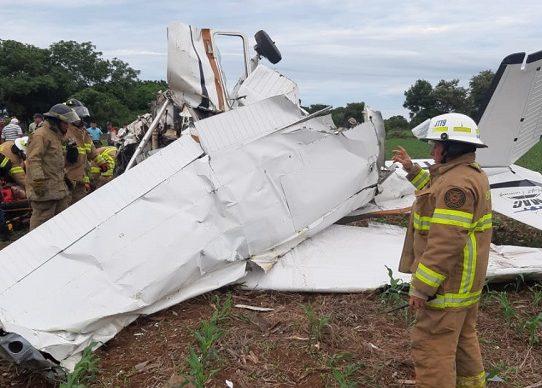 Avioneta se precipita en un finca en Los Santos