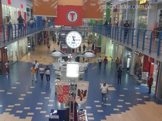 Clientes vuelven este lunes a los centros comerciales y restaurantes