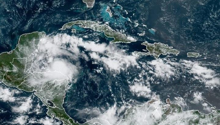 Norte de Centroamérica en alerta por embestida de tormenta tropical Nana
