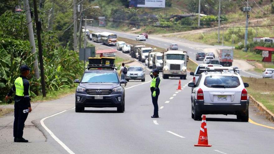 Fuerza Pública mantendrá vigilancia en cercos sanitarios y puestos de control, asegura Ministro Pino