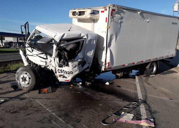 Conductor de un camión se accidenta a la altura de Río Grande en Coclé