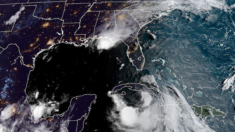 La tormenta Laura se convierte en huracán en el Golfo de México