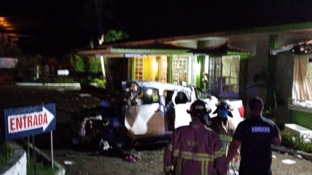 Aparatoso accidente en Penonomé deja cuatro personas heridas