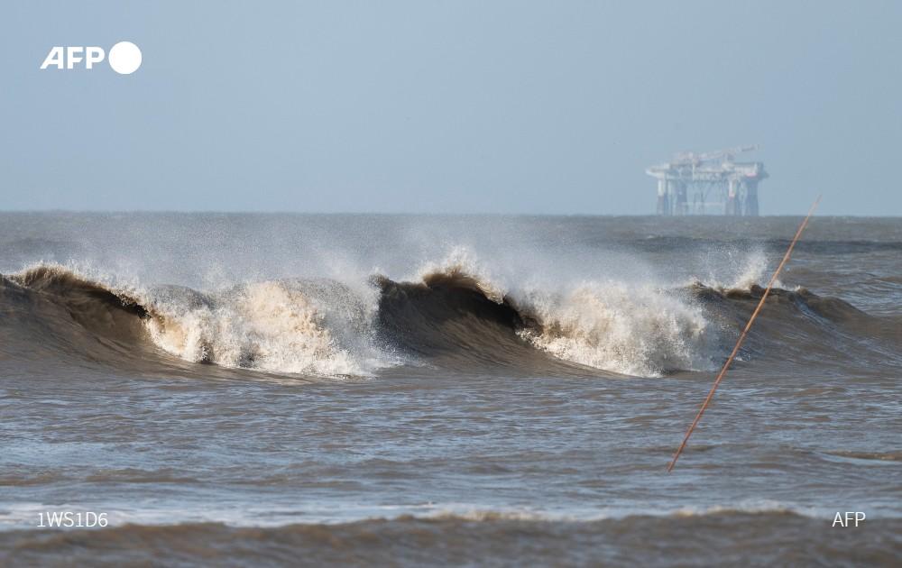 Poderoso huracán Laura azota implacable a los estados de Luisiana y Texas