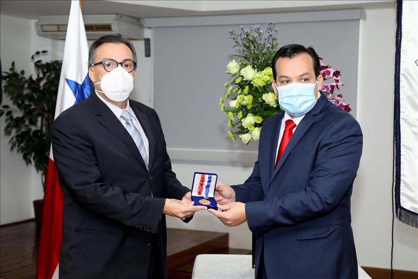 CNA otorga la medalla Justo Arosemena al presidente de la CSJ