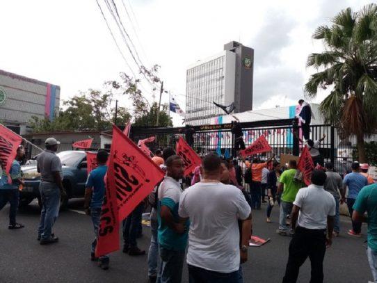 Suntracs, Frenadeso y FAD a las calles, piden constituyente originaria
