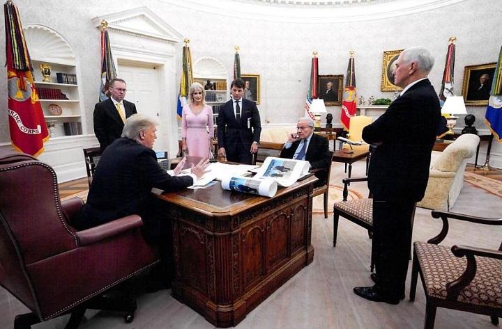 Nuevo libro dice que Trump admitió haber minimizado el peligro del coronavirus