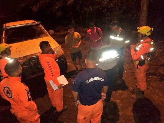 Rescatan a 16 personas tras crecida de río en Panamá Este