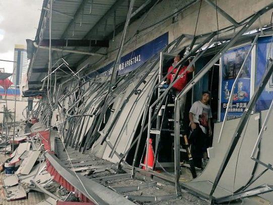 Un herido por desprendimiento de techo en centro comercial en El Dorado