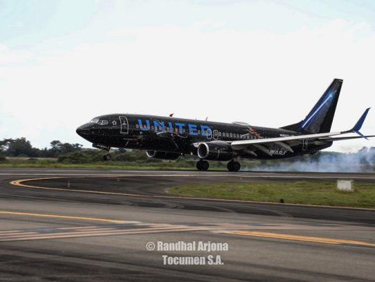"""Llegó a Panamá el avión de """"La Guerra de Las Galaxias"""""""