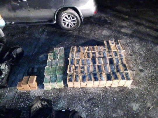 Articulado viajaba con 12 maletines de presunta droga