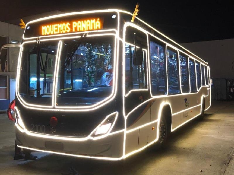 El Bus Navideño recorre las calles de la ciudad de Panamá