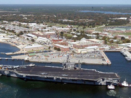 Dos muertos y varios heridos en una base naval de EEUU