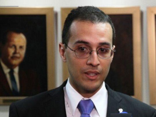Secretario general del MEF  fue quien ordenó la compra de computadoras