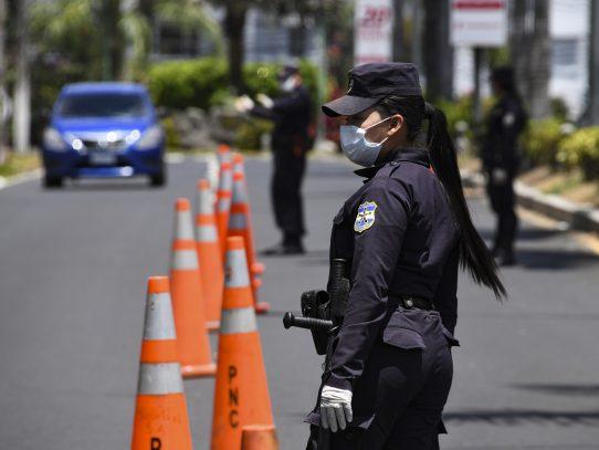 Detienen a más de 100 personas por violar cuarentena en El Salvador
