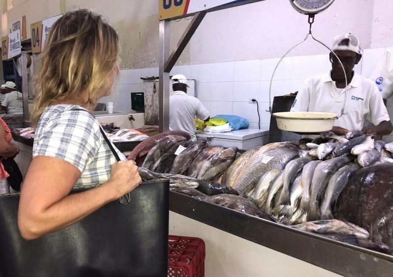 Pescado fresco para fin de año en el Mercado del Marisco