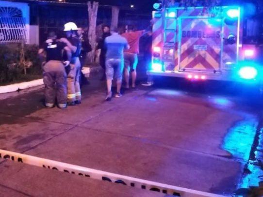 Tres fallecidos durante incendio en una residencia en Las Acacias