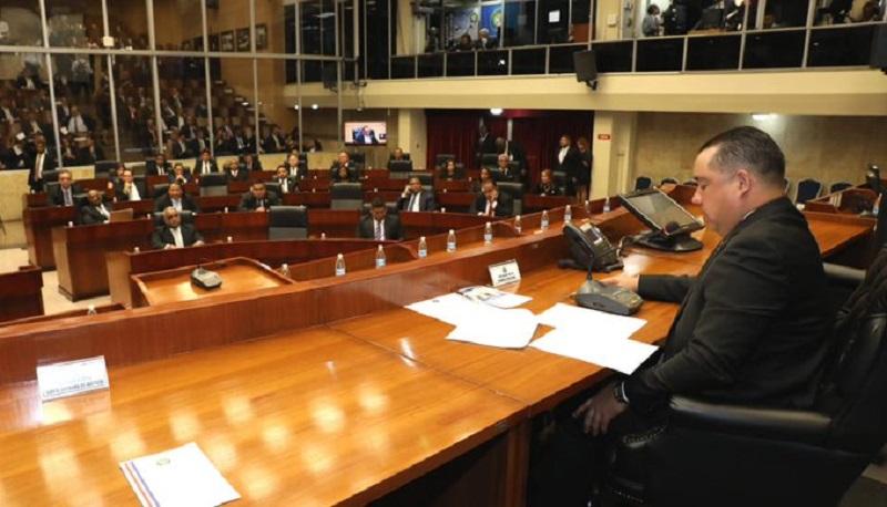 Asamblea se pronuncia por contrato de limpieza de sillas por un total de $7,289.91