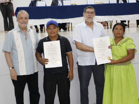 TE entrega credenciales a representantes de corregimientos y suplentes electos