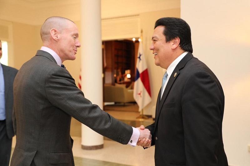 Procurador Ulloa se reúne con el jefe de misión interino de EE. UU. Philip Laidlaw