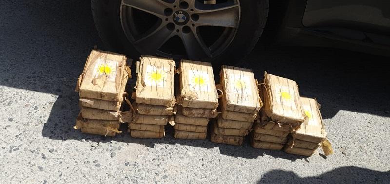 Hombre queda detenido por transportar drogas en tanques de gas