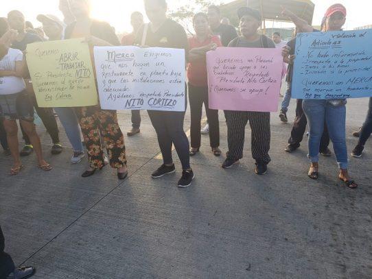 Dueños de restaurantes protestan en Merca Panamá