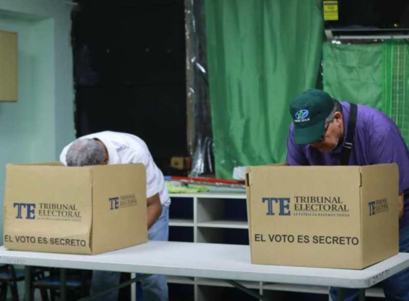 Votan para elegir a los delegados distritales del Partido Popular