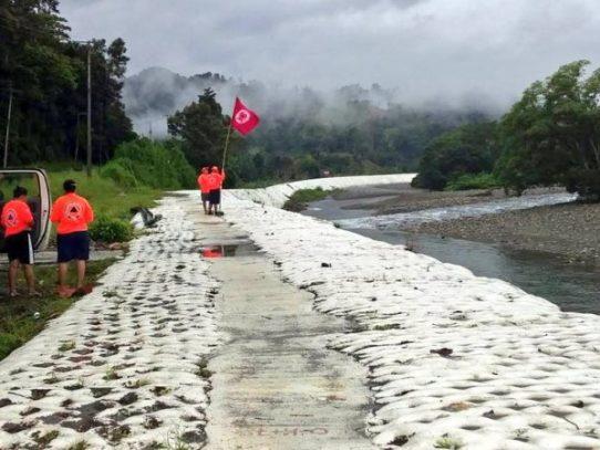 Bandera roja, prohibido el baño en algunos ríos y playas este domingo