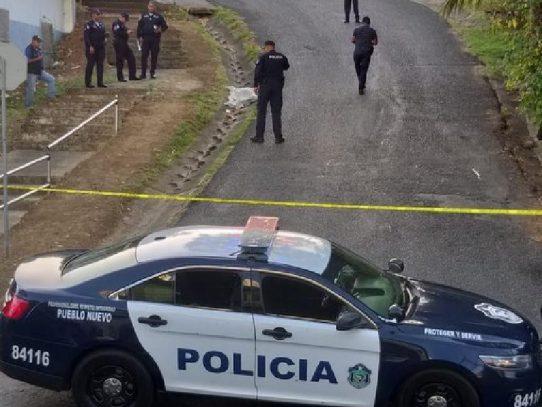 Encuentran el cuerpo de una mujer en una cuneta en Pueblo Nuevo