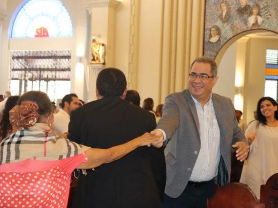 Iglesia católica en Panamá suspende el saludo de la paz con las manos o abrazos