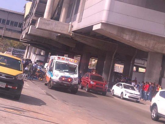 Hombre muere al lanzarse de la estación del Metro en Los Andes