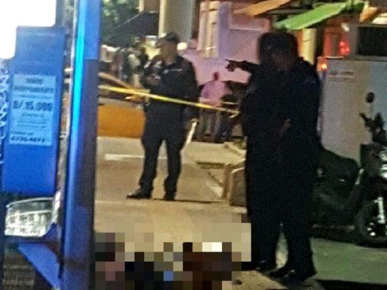 Asesinan a un hombre a un costado de la Estación Santo Tomás del Metro