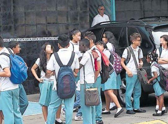 Padres de familia de escuelas privadas piden posponer el  año escolar