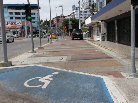 Alcaldía impone más de mil boletas por estacionarse en aceras y área peatonal