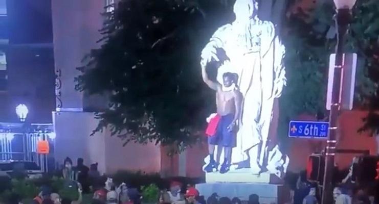 Estatua de Luis XVI devino víctima colateral de las tensiones raciales de EE.UU.