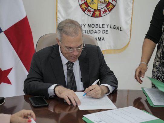 Alcalde frena decreto que fija multas por circular sin mascarilla