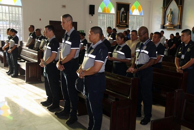 Orden de ir a misa en la Policía