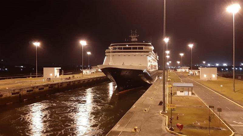 Cruceros afectados por coronavirus cruzaron el Canal de Panamá