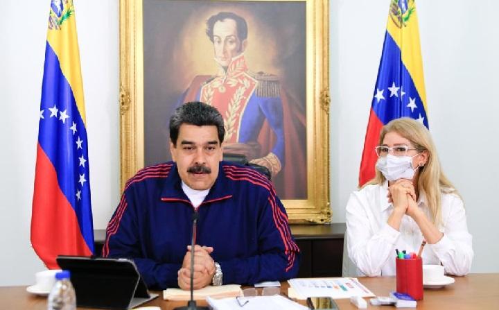 """Maduro denuncia """"persecución"""" contra expresidente salvadoreño Sánchez Cerén"""
