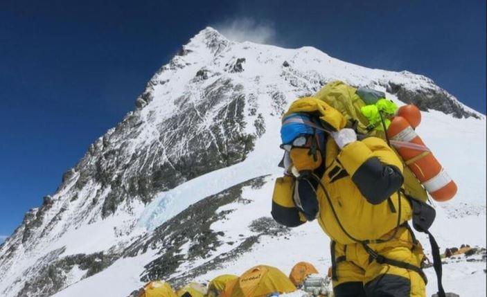 El coronavirus hace que el Everest se tambalee